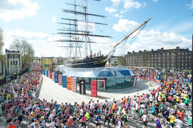 Runners+in+London+Marathon+round+Cutty+Sark+in+Greenwich%0A